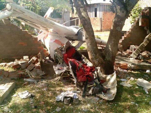 Aeronave caiu e dois ficaram feridos no Litoral Norte do RS (Foto: Divulgação/Brigada Militar)