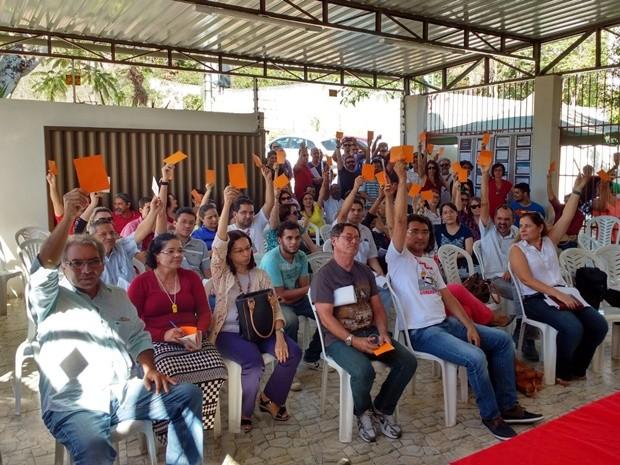 Professores da UEPB realizaram assembleia nesta quinta-feira (19) (Foto: Gustavo Xavier/G1)