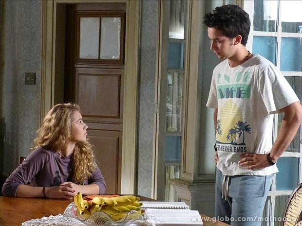 Meg fala para Ben  que pretende voltar para os EUA e entregar seu filho para doação (Foto: Malhação / TV Globo)