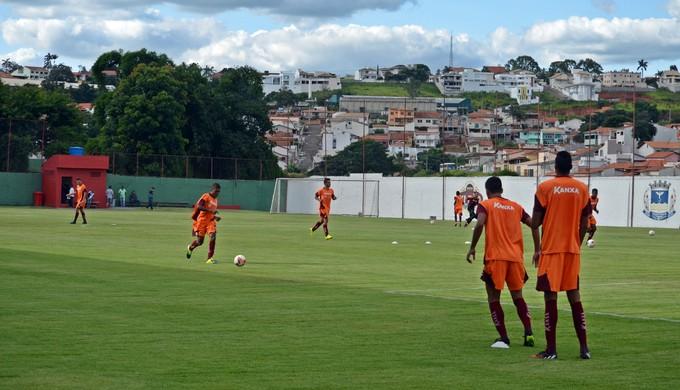 Boa Esporte treina no CT da Rua Paraná, em Varginha (MG) (Foto: Régis Melo)