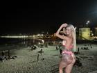 Com sensação térmica de 41,8ºC  Thalita Zampirolli termina dia na praia