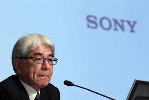 Masaru Kato, diretor financeiro da Sony, participa de entrevista coletiva para anunciar os resultados financeiros da companhia no ano fiscal de 2011 (Foto: Kim Kyung-Hoon/Reuters)