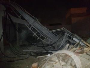 Torre caiu no bairro do Turfe Clube e atingiu quatro casas  (Foto: Divulgação/Ralph Felix)