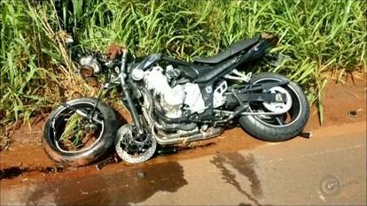 Motociclista morre após colidir frontalmente com carro