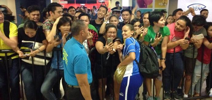 Fabi é a jogadora mais assediada nas Filipinas (Foto: Divulgação)