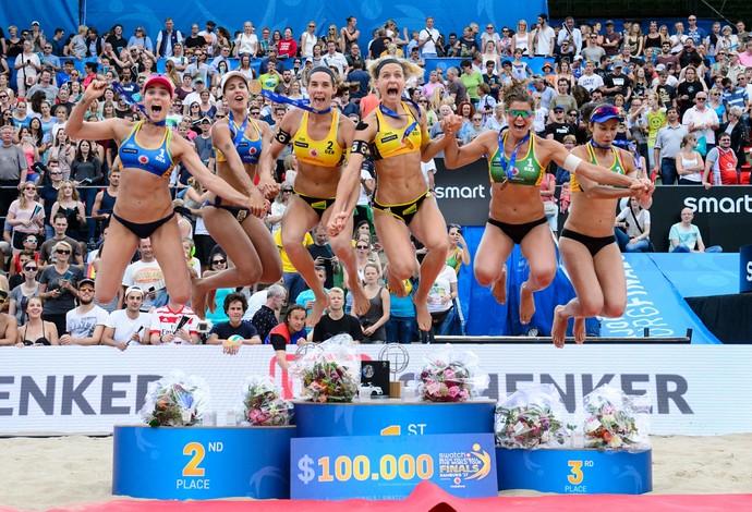Pódio da etapa de Hamburgo do Mundial de vôlei de praia (Foto: Divulgação/FIVB)