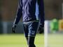 Adebayor é liberado pelo Tottenham, mas não poderá jogar até janeiro