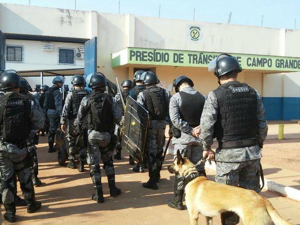 Batalhão de Choque realiza revista preventiva em Presídio de Trânsito de Campo Grande  (Foto: Divulgação/BPChoque)