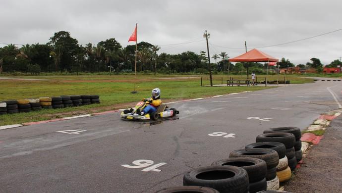 Pilotos treinam para Estadual de Kart, em Porto Velho (Foto: Daniele Lira)