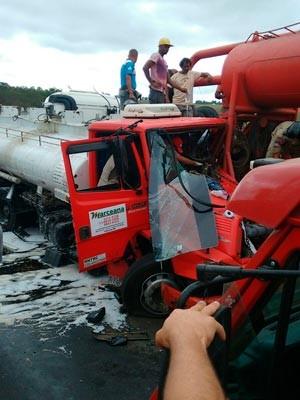 Acidente na BR-101 02 (Foto: Carlos José/ Site Voz  da Bahia)
