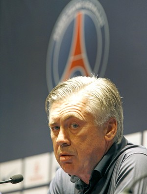 Carlo Ancelotti t&#233;cnico Paris Saint-Germain (Foto: AP)