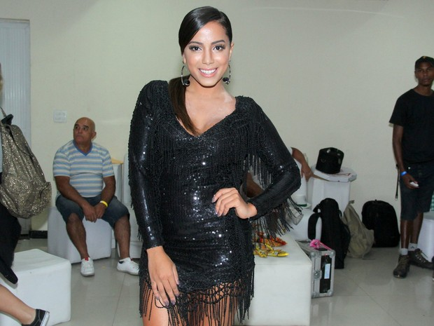 Anitta em ensaio da Mocidade na Zona Sul do Rio (Foto: Marcello Sá Barretto e Alex Palarea/ Ag. News)