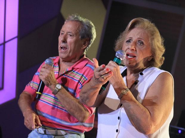 O casal de compositores de marchinhas de carnaval Manoel Ferreira e Ruth Amaral, em foto publicada no Facebook em julho de 2013; dentre seus hits, estão 'Pipa do vovô', 'Transplante corintiano' e 'A bruxa vem aí' (Foto: Divulgação)