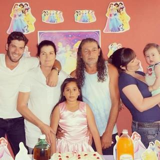 Roni Mazon com a família (Foto: Facebook / Reprodução)