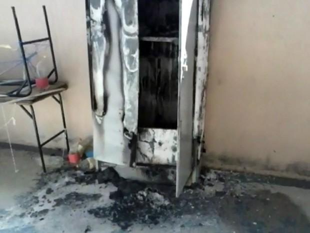 Escola foi incendiada durante a madrugada (Foto: Arquivo Pessoal/ Guilherme José Pereira)