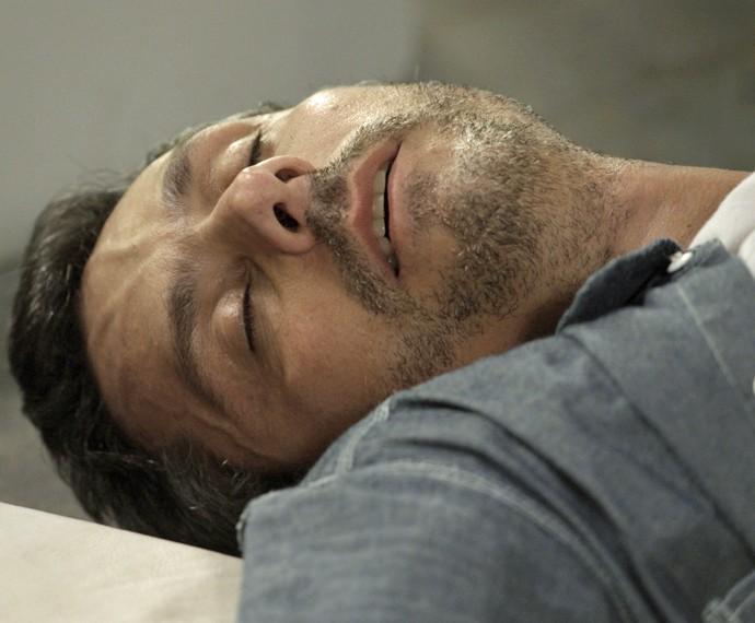 Romero sofre acidente durante discussão (Foto: TV Globo)