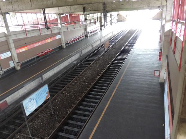 Estação de Tejipió está fechada neste segundo dia de paralisação (Foto: Katherine Coutinho/G1)