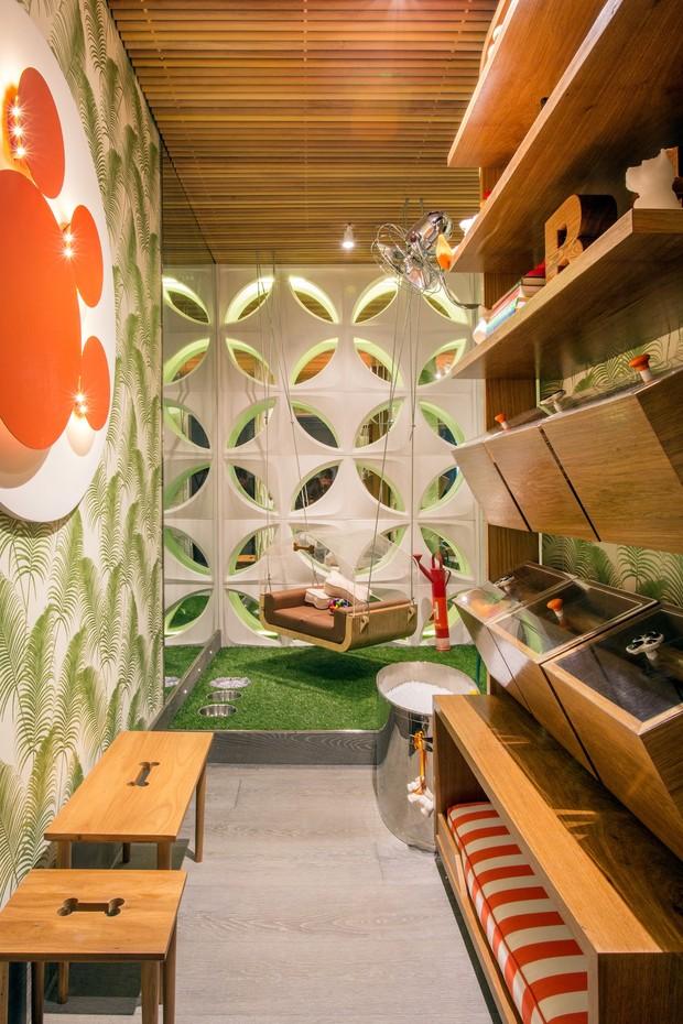Cristiana  e Mariana Mascarenhas criaram o lounge do cachorro para a Casa Cor 2016, na Gávea (Foto: Divulgação )