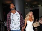 Com look sexy, Khloe Kardashian é vista com novo namorado nos EUA