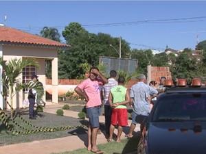Mãe e filha foram mortas em casa com golpes de faca (Foto: Reprodução/TV TEM)