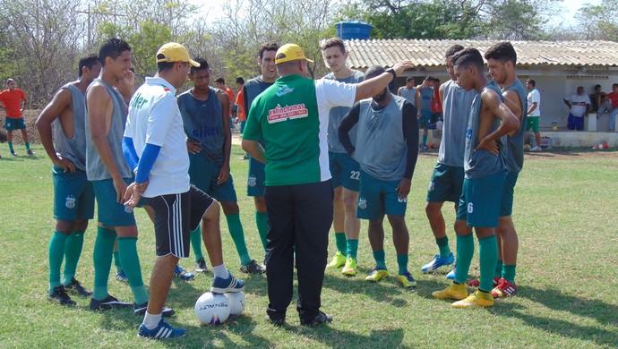 Givanildo Sales treino Baraúnas (Foto: Yhan Victor/Divulgação)