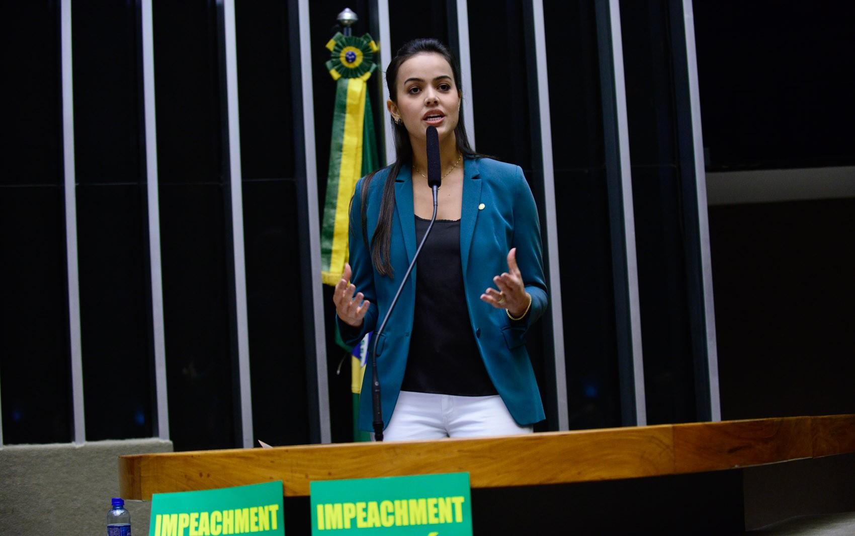 16/04 - A deputada Shéridan (PSDB-RR) discursa durante sessão que discute o processo de impeachment da presidente Dilma Rousseff no plenário da Câmara, em Brasília