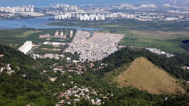Baixada de Jacarepaguá, com a Barra ao fundo, na zona oeste do Rio. (Foto: Flickr/Rubem Porto)