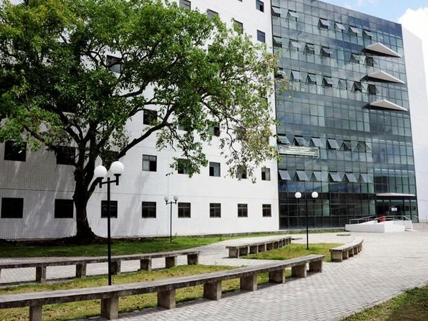 Prédio Professor Tarcísio Eurico Travassos, onde funciona o curso de biologia, é uma das três unidades da UFRPE ocupadas pelos estudantes (Foto: Fernando Azevedo/Ascom UFRPE)