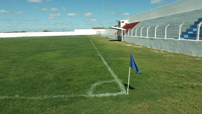 Estádio Pereirão, em Pombal (Foto: Hévilla Wanderley / GloboEsporte.com/pb)