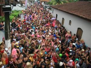 Ruas da cidade são tomadas pelos foliões (Foto: Igor Mota/Amazônia Jornal)