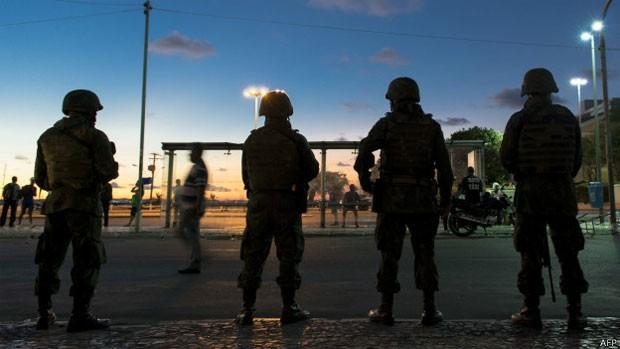 Além de forças de segurança brasileira, Copa terá um Centro de Cooperação Policial Internacional chefiado pela PF (Foto: AFP)