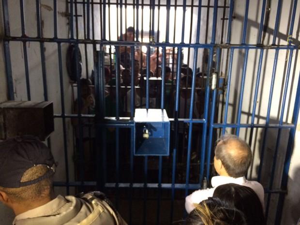 Presos em cela da Casa de Prisão Provisória de Palmas (Foto: Cassiano Rolim/TV Anhanguera)