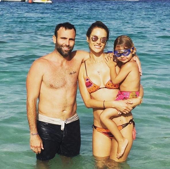 Alessandra Ambrósio e família (Foto: Instagram / Reprodução)