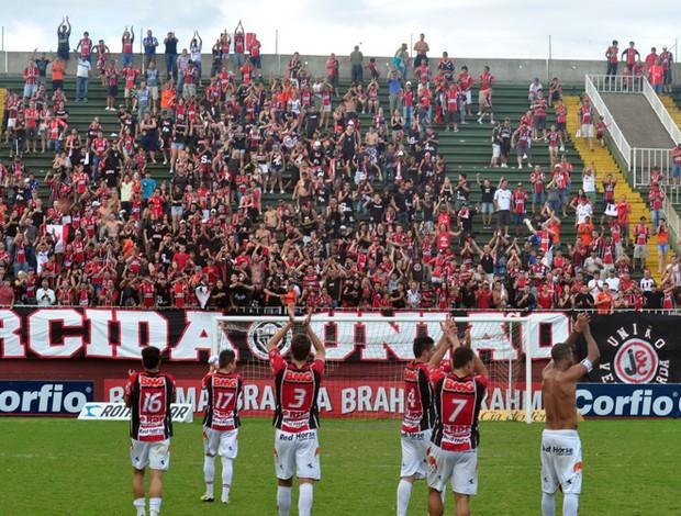 Jogadores do JEC agradecem ao apoio na Arena Joinville (Foto: Zilmo José Nunes, Divulgação / JEC)