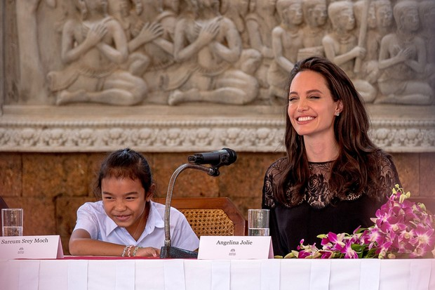 Angelina Jolie na pré-estreia de seu novo filme, First They Killed My Father, no Camboja (Foto: Getty Images)
