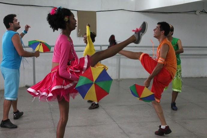 Integrantes das  Companhias de dança Balançarte e Casa de Orates de Petrolina-PE (Foto: Emerson Rocha)