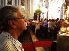 Vídeo mostra Caetano visitando igreja horas antes da morte da mãe
