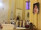 Brasileiro curado por Madre Teresa agradece milagre em missa em Santos
