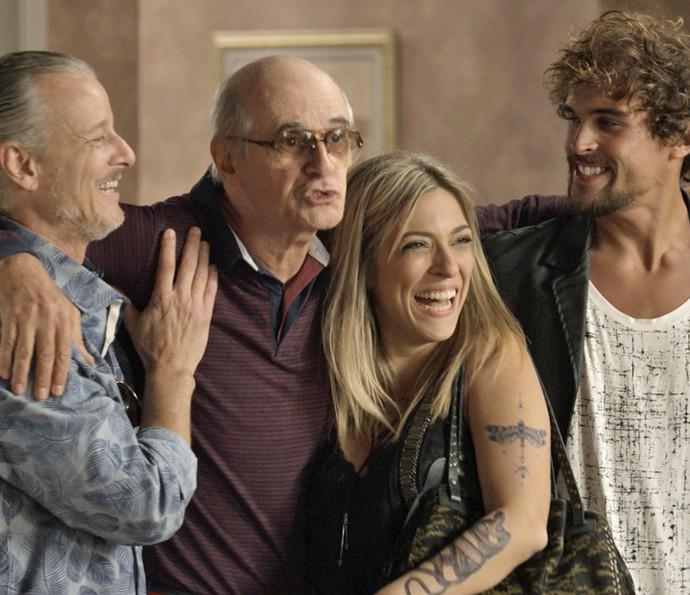 Feliciano se emociona com a volta dos filhos (Foto: TV Globo)