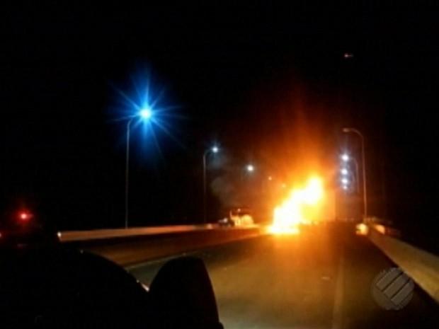 Bando de 30 homens explode e rouba seguradora de valores no Pará Marabá assalto (Foto: Reprodução/TV Liberal)