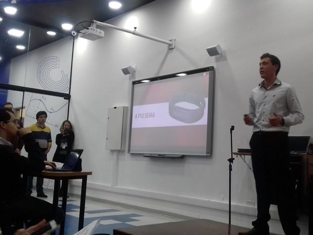 Danilo Germiniani apresentou proposta de aplicativo contra dengue em evento do Inatel, em Santa Rita do Sapucaí, MG (Foto: Daniela Ayres/ G1)