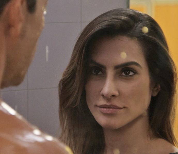 Tamara invade vestiário masculino e provoca Apolo (Foto: TV Globo)