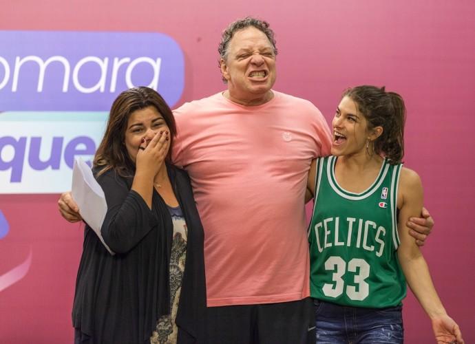 Fabiana Karla, Ernani Moraes e Priscila Fantin em ensaio do Tomara que Caia (Foto: Artur Meninea/Gshow)