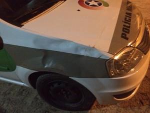 viatura danificada apos pm flagrar farra do boi em Bombinhas (Foto: Polícia Militar/Divulgação)