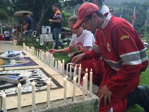 Voluntários da Cruz Vermelha coordenação o evento (Foto: Rildo Herrera / Inter TV)