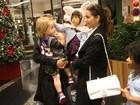 Giovanna Antonelli e Danielle Winits se encontram em shopping no Rio