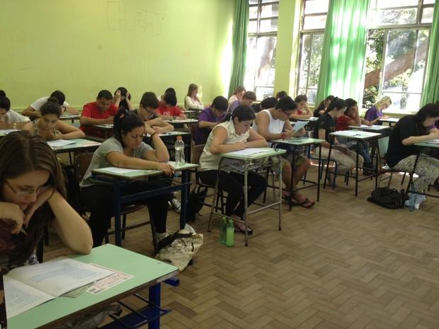 Estudantes fazem três provas no primeiro dia de vestibular (Foto: Rafaella Fraga/G1)