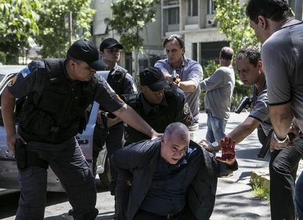 Zé Maria é baleado e se entrega para a polícia