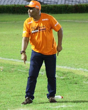 Nivaldo Lancuna, técnico Altos (Foto: Abdias Bideh/GloboEsporte.com)