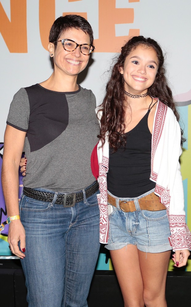 Sandra Annenberg e filha Elisa Paglia no Lollapalooza (Foto: Rafael Cusato / EGO)